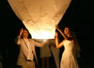 Небесные фонарики: завершаем свадьбу красиво