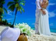Свадебные шляпки и вуалетки для невесты, свадебный головной убор для жениха.