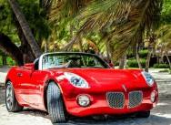 Красный Pontiac cabriolet на свадьбу