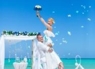Cвадебная церемония на пляже Хуанийо в Кап Кане {Артем и Ольга}