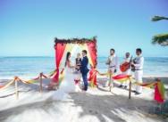 Яркая тропическая свадьба на пляже колибри {Беата и Арпад}