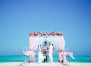Нежная свадьба в винтажном стиле на пляже Хуанийо в Кап Кане {Микаэла и Мартин}
