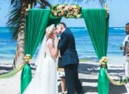 Изумрудная свадьба в Доминикане на частном пляже Кариббеан {Мария и Артем}