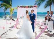Официальная свадьба на пляже Кариббеан в Доминикане {Мария и Павел}